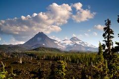Chaîne de montagne de cascade de soeurs du passage trois de Mckenzie Lava Field Photos libres de droits