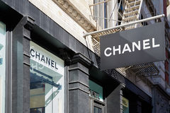 Chanel compera vista della finestra e del segno, in Soho, New York Fotografie Stock