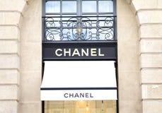 Chanel font des emplettes images stock