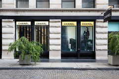 Chanel font des emplettes vue extérieure dans St de 139 ressorts, New York Photo libre de droits