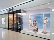 Chanel lager på den lyxiga shoppinggallerian för central ambassad i centrum Arkivfoto