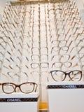 Chanel-oogglazenkaders op vertoning Royalty-vrije Stock Afbeeldingen