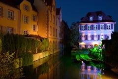 Chanel på natten i Colmar Frankrike Arkivbilder