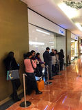 Chanel speichern Warteschlange Paris Lizenzfreie Stockfotos