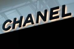 Chanel-teken in de Wandelgalerij bij Millennia 17 royalty-vrije stock foto's