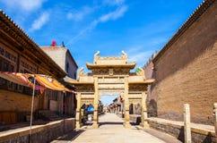 Chang rezydenci ziemskiej parka scena. Chiński antyczny kamień dekorujący archway. Obraz Stock