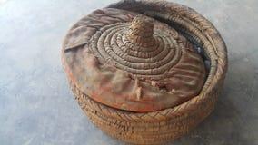 Changair è artigianato tradizionale della famiglia usato per la conservazione del pane caldo e caldo immagine stock