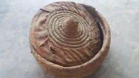 Changair è artigianato tradizionale della famiglia usato per la conservazione del pane caldo e caldo immagine stock libera da diritti