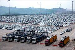Changan Ford samochód Co , dwa samochodów pojazdu transportu fabryczny pole Obrazy Royalty Free