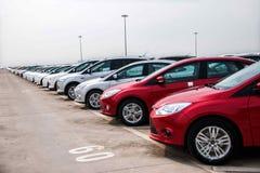 Changan Ford samochód Co , dwa samochodów pojazdu transportu fabryczny pole Fotografia Stock