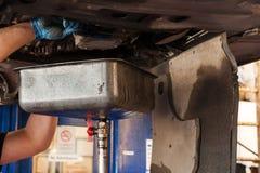 Changement d'huile à moteur Photographie stock libre de droits