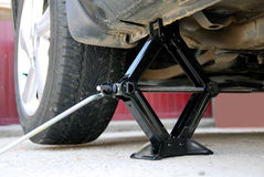 Changement d'un pneu Photo stock