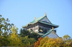 Changement de couleur d'automne Japon au château d'Osaka Photos stock