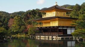 Changement de couleur de feuilles de temple de Kinkaku Ji Kyoto Japon Photographie stock libre de droits