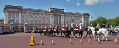 Changement de la cérémonie de gardes au Buckingham Palace Londres R-U photos libres de droits