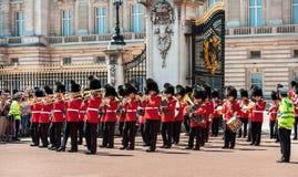 Changement de la garde au Buckingham Palace, Londres, R-U Photo stock