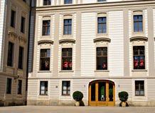 Changement de la garde Ceremony au château de Prague Photos stock