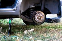 Changement de roue de voiture Photos stock