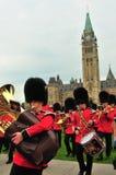 Changement des dispositifs protecteurs - le Parlement du Canada Photographie stock