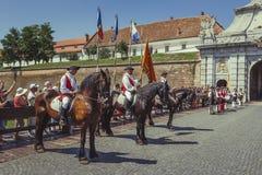 Changement des gardes en Alba Carolina Citadel images libres de droits
