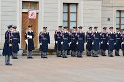 Changement des gardes royales au château de Prague Photographie stock