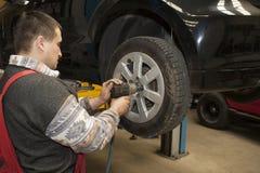 Changement des pneus Photos libres de droits