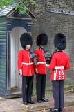 Changement du dispositif protecteur à Londres Angleterre Images libres de droits