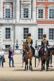 Changement du dispositif protecteur, défilé de dispositifs protecteurs de cheval Photographie stock libre de droits