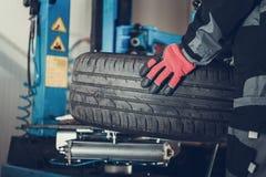 Changement saisonnier de pneus de voiture image libre de droits