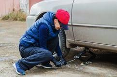 Changement saisonnier des pneus Image libre de droits