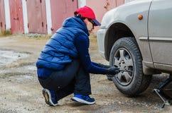Changement saisonnier des pneus Images libres de droits