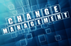 Changez la gestion dans les blocs en verre bleus Photo libre de droits