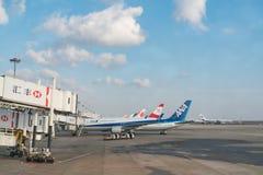 CHANGHAÏ, CHINE - FÉVRIER 2018 : Piste d'aéroport d'aéroport international de Shanghai Pudong Photographie stock