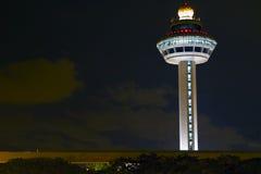 Changi de Toren van het Controlemechanisme van de Luchthaven bij Nacht Royalty-vrije Stock Foto's