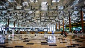 Changi Singapore - Augusti 11, 2015: Kontrollera in räknaren av chaen Fotografering för Bildbyråer