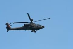 Changi Singapore - Februari 6,2010: Attackhelikopter för RSAF AH-64 Apache Arkivbilder