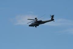 Changi Singapore - Februari 6,2010: Attackhelikopter för RSAF AH-64 Apache Royaltyfri Foto