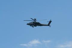 Changi Singapore - Februari 6,2010: Attackhelikopter för RSAF AH-64 Apache Arkivfoton