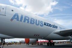 Changi, Singapur - febrero 6,2010: Aeroplano del cargo de Airbus A330-200F Fotografía de archivo