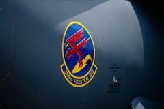 Changi, Singapur - febrero 6,2010: Logotipo del 389o ESCUADRÓN de CAZA en F-15E Imágenes de archivo libres de regalías