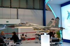 Changi, Singapur - febrero 6,2010: Modelo del avión de combate de Rusia Foto de archivo