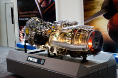 Changi, Singapur - febrero 6,2010: Motor de Pratt y de Whitney PW100 Imagenes de archivo