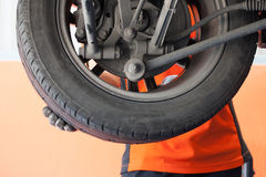 Changing tyre of car Royalty Free Stock Photography