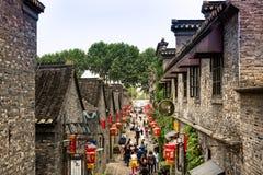 CHANGZHOU KINA MAY 2017: Den kinesiska antika byn parkerar Arkivfoto