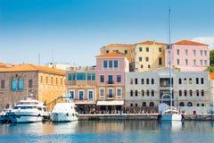 Chania, Крит, Греция - 24-ое июня 2017: Красивые городской пейзаж и прогулка в городе Chania на острове Крита, Греции стоковое изображение rf