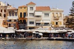Chania, Крит, Греция, 10-ое сентября 2017: Взгляд старых зданий и старой венецианской гавани Стоковое фото RF