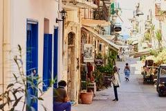 Chania, Crète, Grèce, le 10 septembre 2017 : Vue de la rue antique dans la vieille ville photographie stock libre de droits