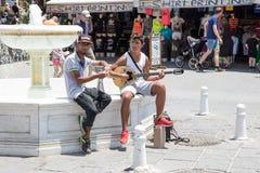 Chania, Creta, Grecia - 27 giugno 2017: I musicisti della via eseguono nelle vie di Chania, Creta Fotografia Stock Libera da Diritti