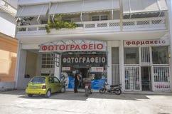 Chania - 21 de mayo - tienda y farmacia Chania, ¡2013 de la foto de Ð Fotografía de archivo