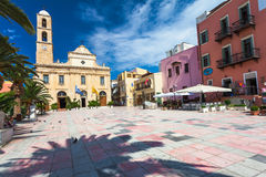 Chania, isola Creta, Grecia - 26 giugno 2016: La cattedrale greco ortodossa è situata sul quadrato di Plateia Mitropoleos e su Ch Fotografia Stock Libera da Diritti